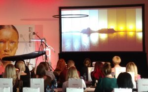 Ekran na konferencję Wynajem Ekrany i projektory Gdańsk Trojmiasto